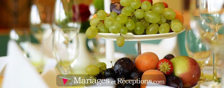 La mise en place de Fruits et jolis plats permettront d'égayer les tables de vos invités