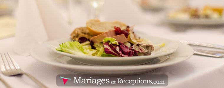 Assurez-vous de déterminer un budget maximum par personne car le repas de mariage fait partie des grosses dépenses lors de l'organisation d'un mariage.