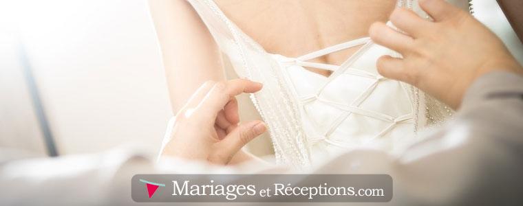 Location de robe de mariée : Prévoyez les essayages au plus tôt ainsi qu'un denier ajustage 15 jours avant le jour J.
