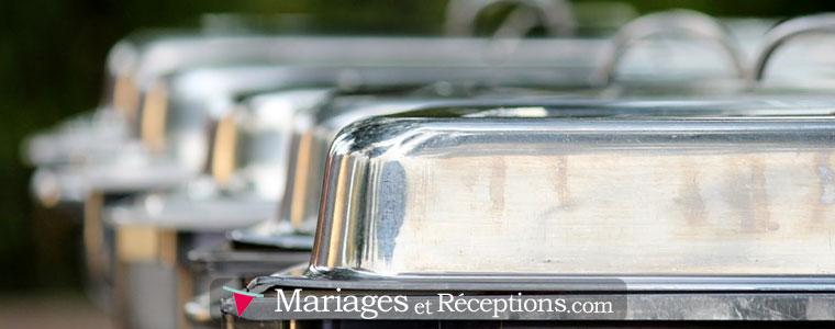Lorsque l'on fait le choix d'un lunch pour son mariage, tout est installé sur de grandes tables